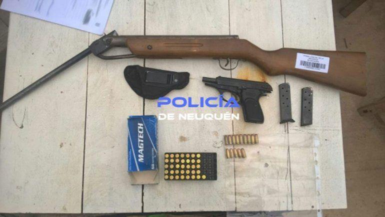 En la vivienda se secuestró un rifle y una pistola calibre 380.