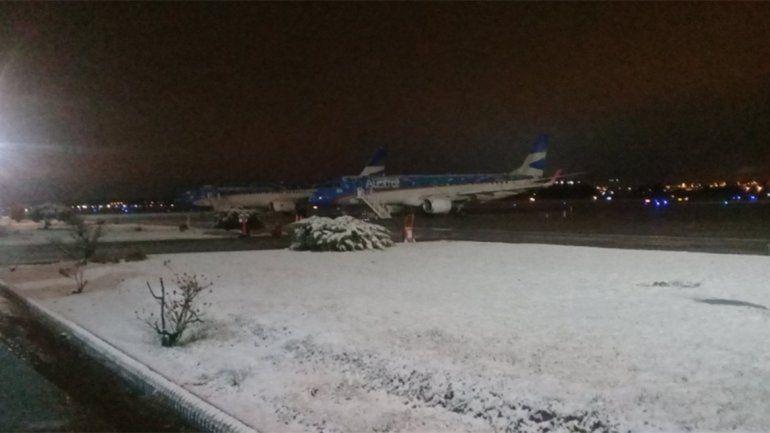 Demoras en los vuelos y colectivos en Neuquén por el mal tiempo