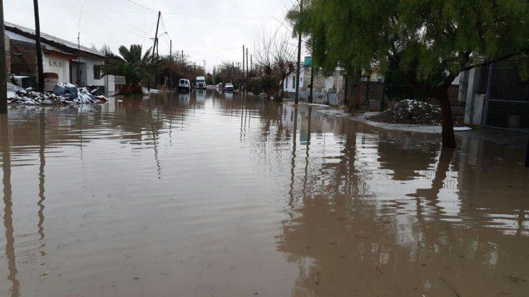 Varios barrios de Plottier quedaron complicados por las lluvias