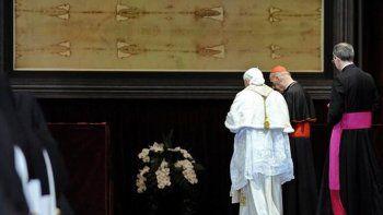 Según la tradición católica, el lienzo envolvió el cuerpo de Cristo.