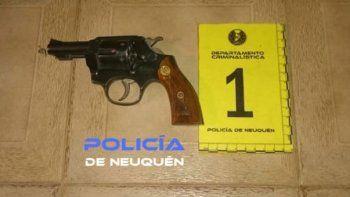amenazo en la calle con un arma a la ex y a sus hijos