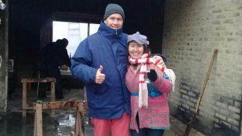 una buena: la solidaridad sorprendio a la familia de plottier que se le quemo la casa