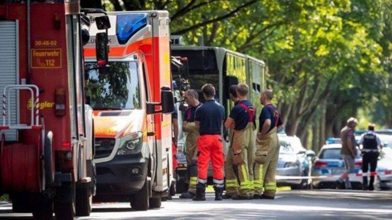Joven atacó con un puñal a pasajeros de un colectivo