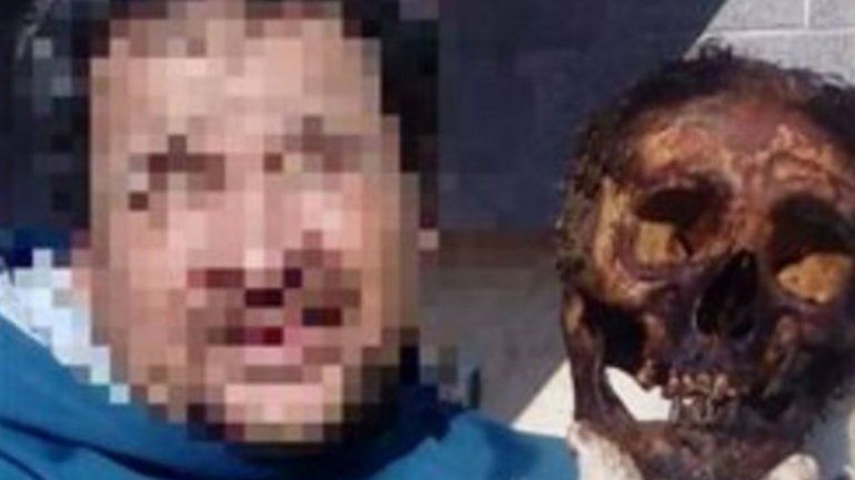 Polémica en Santa Fe por una selfie en un cementerio