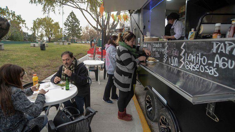 Ya funcionan 15 food trucks y quieren que lleguen a más barrios