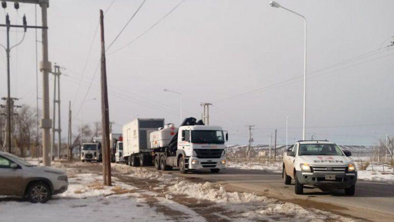 Llegaron a Zapala los camiones con los generadores de energía