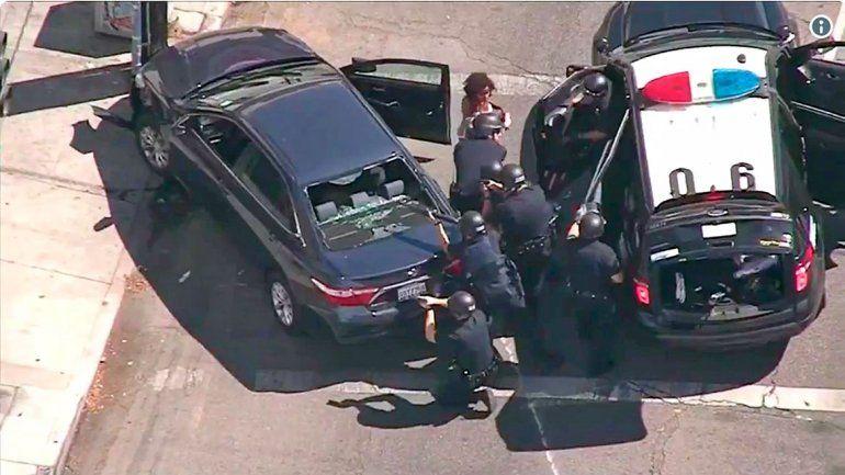Ocurrió en un supermercado de Los Ángeles. El atacante fue detenido.