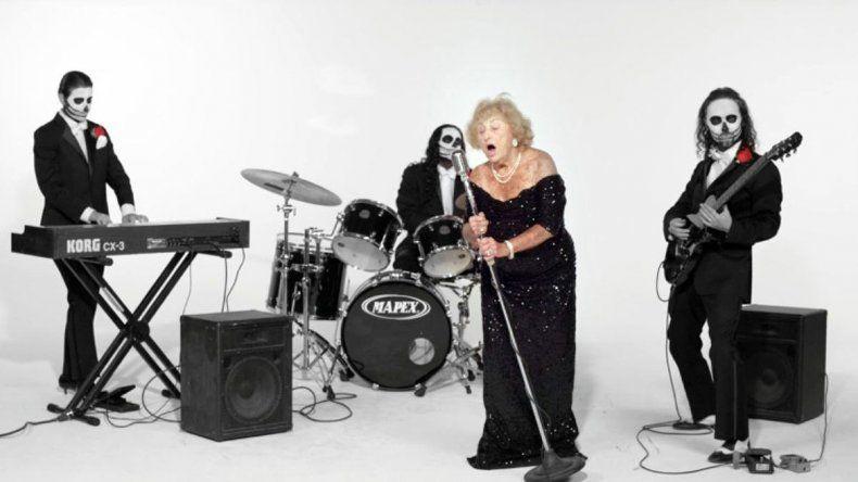Inge Gisberg tiene 96 años y hace tres es parte de la banda TritoneKings.