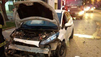 policia choco de atras a otro auto y resulto herido