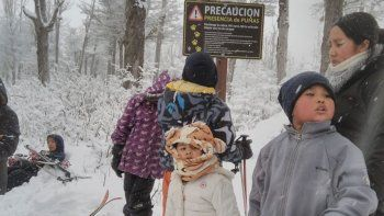 Del asentamiento 15 de Febrero fueron a esquiar a la cordillera.