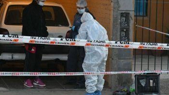 El sospechoso habría asesinado a su novia, la madre de ella y un sobrino.