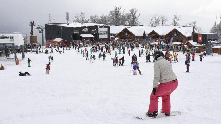 El producto nieve atrae turistas a los distintos centros cordilleranos.