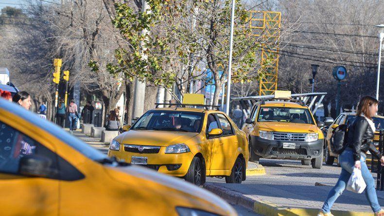 Taxistas pedirán al Deliberante que la tarifa aumente cada cuatro meses