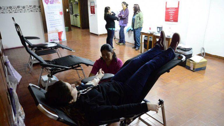 La gente respondió a la campaña solidaria y donó sangre