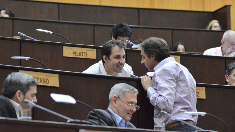 Claudio Domínguez (MPN) y Juan Monteiro (Cambiemos) en la sesión de la polémica por las regalías.