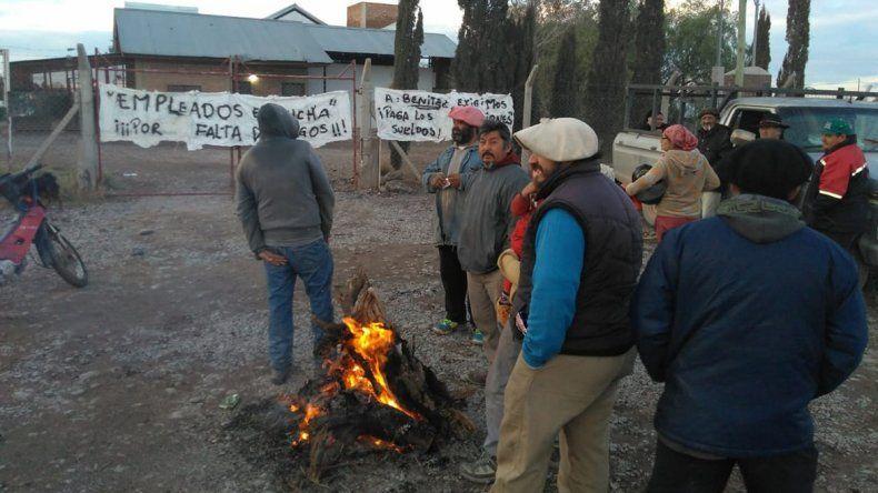 Los trabajadores del matadero de Nueva Esperanza traerán su problema al centro