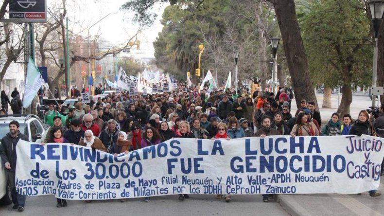 Marcharon contra la reforma de las Fuerzas Armadas por el centro neuquino
