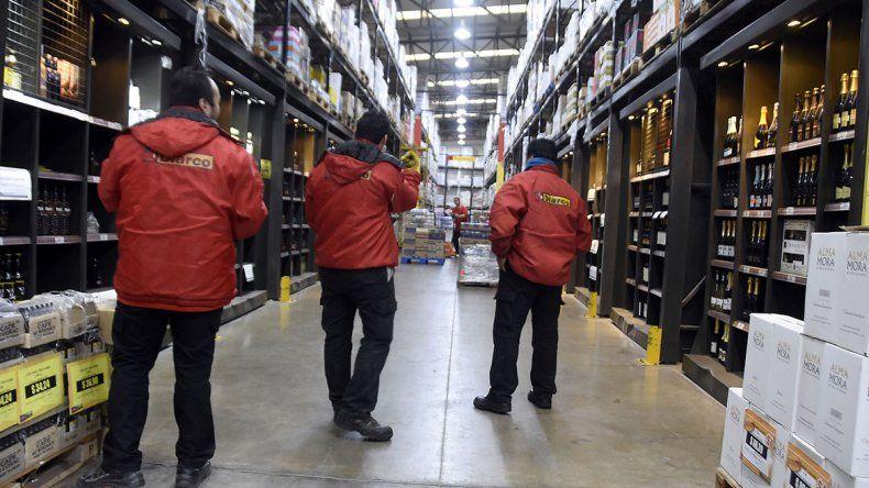 Incertidumbre laboral en un supermercado mayorista