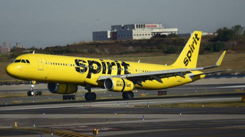 Un avión aterrizó de emergencia por un olor nauseabundo