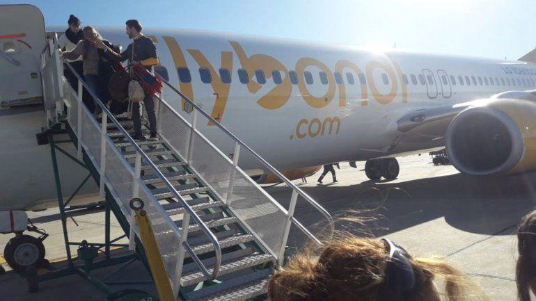 Llegó el vuelo de Flybondi y muchos pudieron volver a sus hogares después de varios días