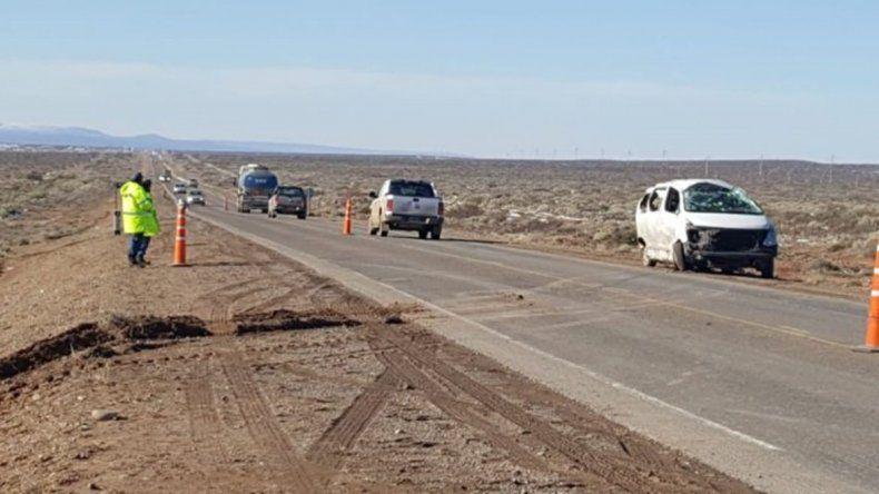 Una joven murió al volcar la camioneta en la que viajaba en la Ruta 22