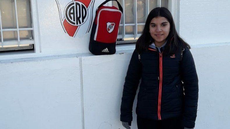 Marianela (derecha) y su visita al Monumental en la primera prueba .