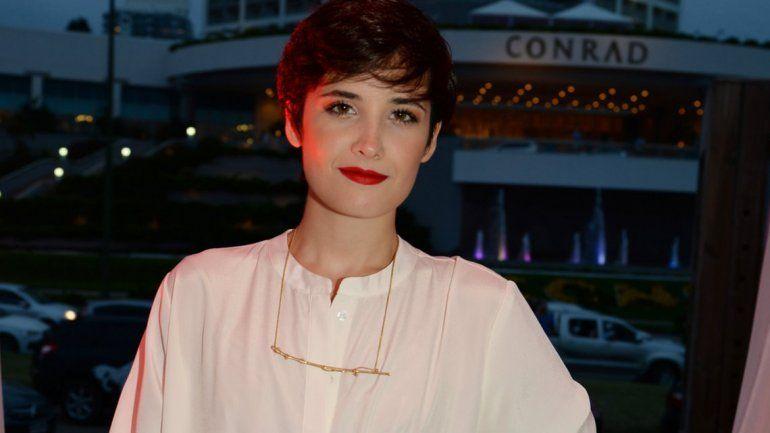 La actriz confesó que desconoce por completo al ex de su madre.
