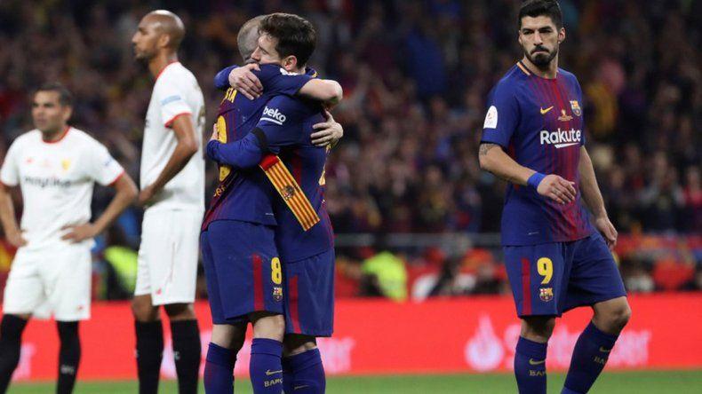 El último partido de Iniesta y el emotivo abrazo con Messi.