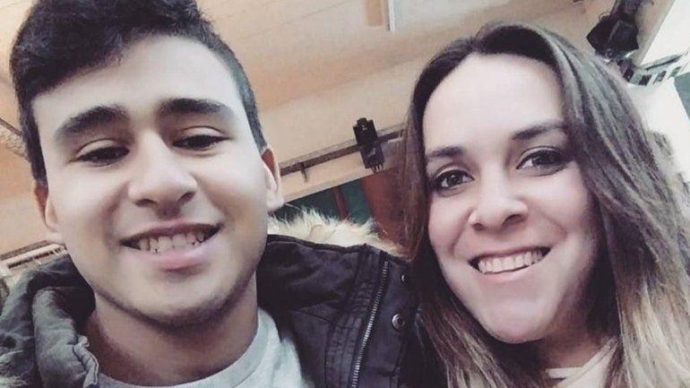 <p>La policía Tamara Ramírez fue asesinada de un tiro en la cabeza por un ladrón que entró a su casa a robar. Mariano Albornoz (24), también oficial de la misma fuerza, resultó herido en una pierna.</p>