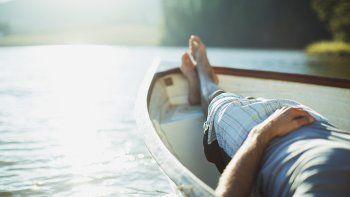 Lo ideal es poder tomar al menos dos períodos por año de vacaciones. Estudios afirman que eso disminuye, también, los riesgos cardiovasculares.