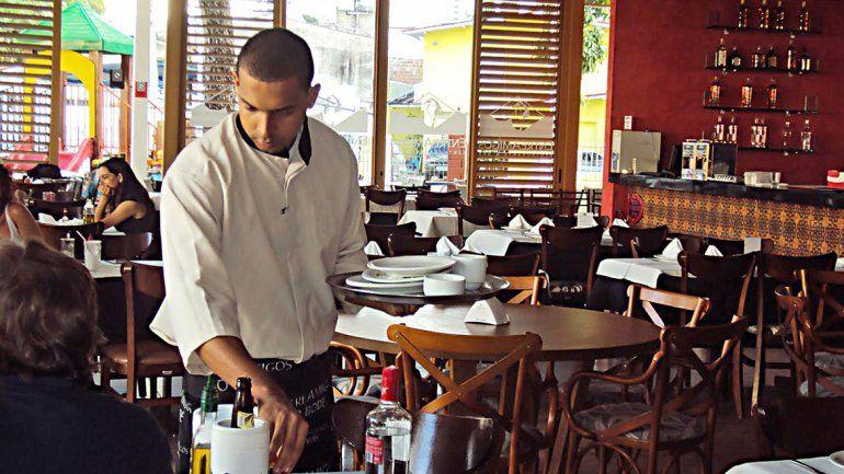 Los gastronómicos  la reman contra la corriente