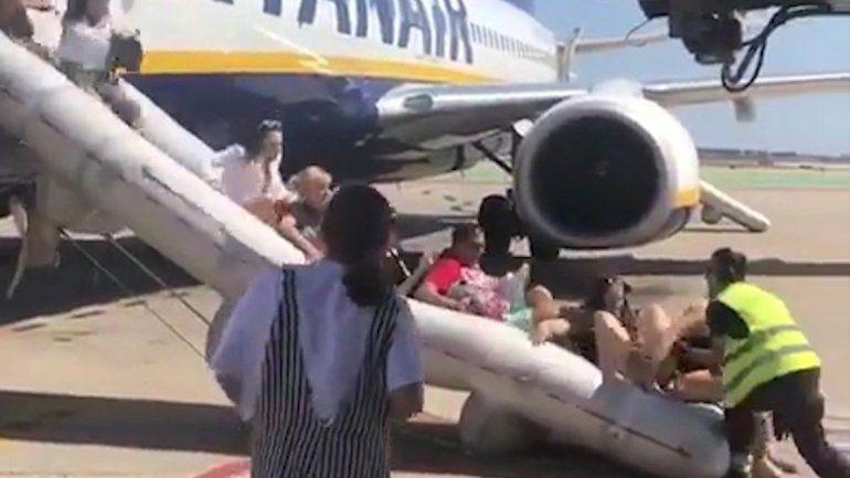 Pánico en un aeropuerto porun cargador de celular