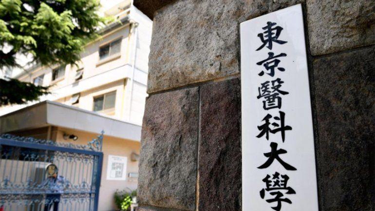 Una facultad de Tokio bajó la nota a mujeres para limitar su cupo de ingreso