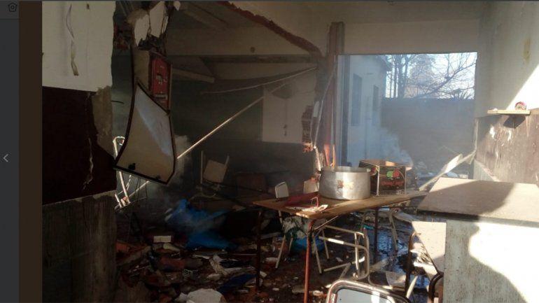 Explosión en una escuela: murió la vicedirectora y un auxiliar