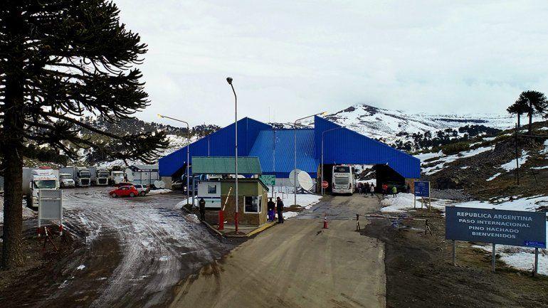 El paso Pino Hachado está inhabilitado por acumulación de hielo