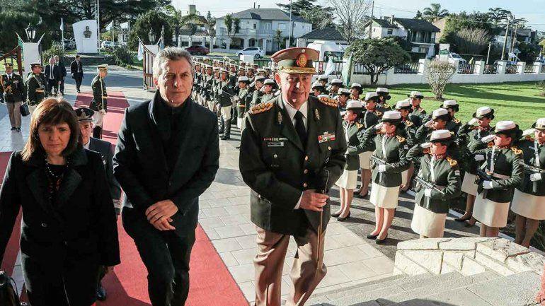 El Presidente agradeció a los gendarmes por no tener miedo.
