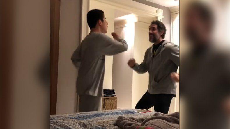 El video de un padre bailando con su hijo con autismo que conmueve al mundo