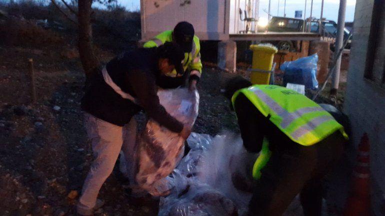 Decomisaron 264 kilos de carne de cuatro vehículos que venían a la región