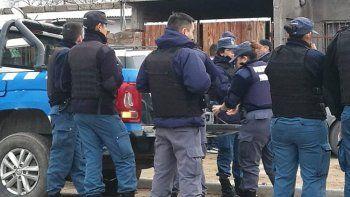 La policía avanza en el relevamiento de pruebas para dar con los autores.