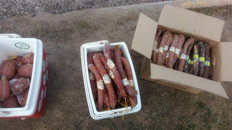 Decomisan 70 kilos de salamines en un control en Plaza Huincul