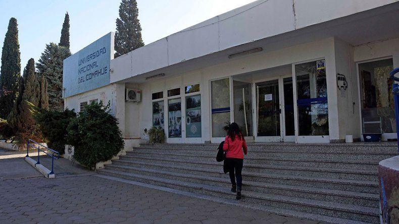 Por una deuda y un reclamo salarial, la UNCo está sin clases