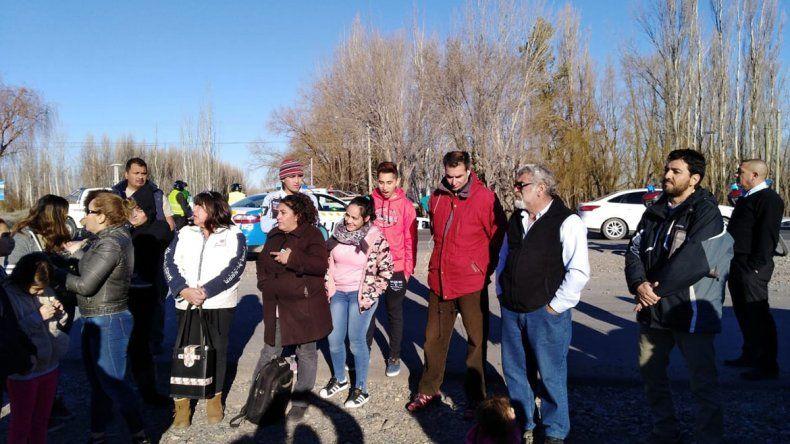 Vecinos se movilizan para reclamar la finalización de la Ruta 22