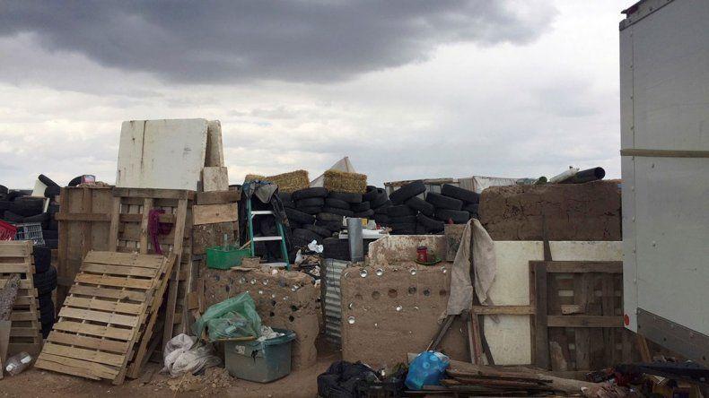 El tráiler donde estaban los jóvenes estaba ubicado en una zona aislada en el desierto