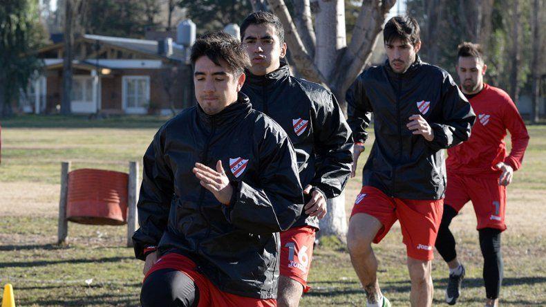 Alexis Villacorta ya se entrena con el Rojo en su vuelta al Federal A.