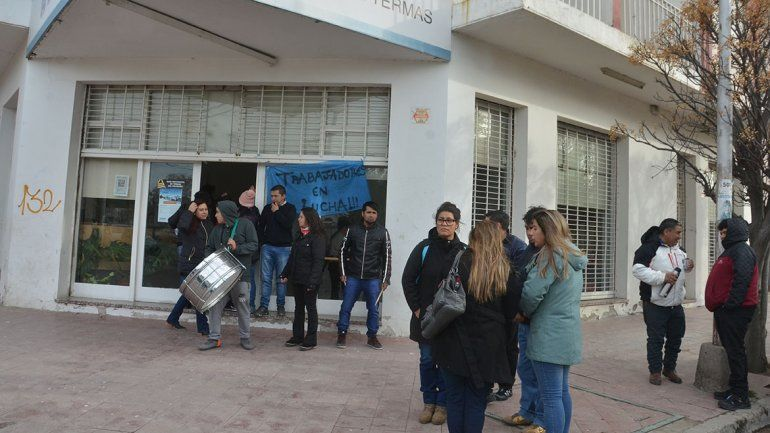Trabajadores de Termas rechazaron una ayuda de 4 mil pesos