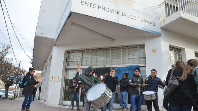 Trabajadores de Termas reclaman tener trabajo todo el año