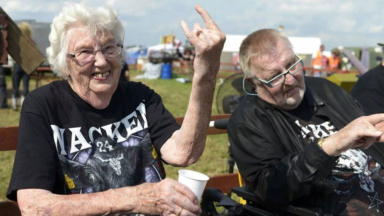Escaparon de un geriátrico y fueron a ver heavy metal
