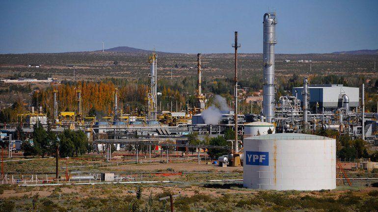 Barril local: petroleras ceden plata para cuidar los precios