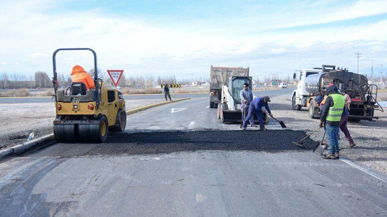 Arreglan el asfalto que se hundió en el tercer puente