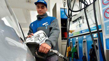 en la region, el 40% paga la nafta con tarjeta de credito